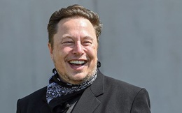 Lý thuyết 'kẻ ngốc hơn' lý giải việc có 1 cơ số người xa lạ đang âm thầm giúp Elon Musk giàu nhanh chóng mặt, vượt từ Bill Gates tới Warren Buffett
