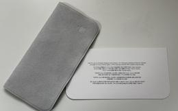 Cận cảnh miếng giẻ lau 19 USD của Apple: Không rõ chất liệu, hộp đựng khá lớn, có tên tiếng Việt trên bao bì