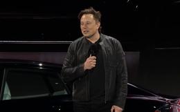 Elon Musk ấp úng khoe chiếc xe điện tuyệt nhất Tesla đang có: một cục pin dự phòng/thiết bị giải trí/máy đọc suy nghĩ biết chạy cực nhanh