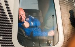 """Thách thức Elon Musk, Jeff Bezos đề nghị """"tặng"""" NASA 2 tỷ USD nếu ký hợp đồng chế tạo tàu lên Mặt trăng với Blue Origin"""
