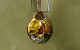 Khoa học biến nước thành giọt có tính kim loại tỏa màu vàng