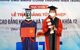 Trường Việt Nam dùng Robot nhận bằng tốt nghiệp thay sinh viên