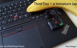 """Chiếc """"laptop"""" siêu nhỏ tí hon, chỉ bằng ngón tay nhưng có thể chơi game ngon lành"""
