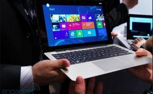 """Laptop """"biến hình"""" của Asus giá hơn 26 triệu đồng"""