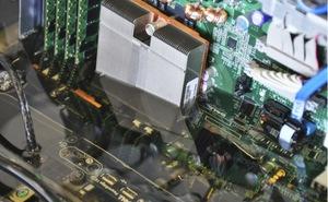 Intel dùng dầu để làm mát hệ thống máy chủ