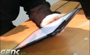 """""""Ngó"""" qua Galaxy Tab 10.1 và iPad: Tablet của Apple đã lỗi thời?"""