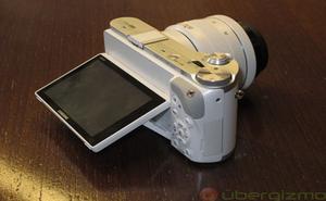 Samsung NX300: Máy ảnh mirrorless có khả năng chụp 3D