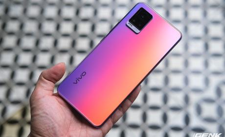 """Cận cảnh Vivo V20 vừa ra mắt tại Việt Nam: Màu đẹp, camera trước có eye-tracking là điểm mới nhưng tại sao vẫn dùng màn """"giọt nước""""?"""