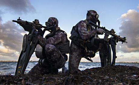 """Cựu chỉ huy Navy SEAL tiết lộ những trang bị """"khủng"""" anh từng sử dụng khi còn trong quân ngũ"""
