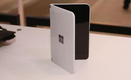 Đặt giá 1400 USD cho Surface Duo, thì ra Microsoft muốn chọn lấy thất bại?