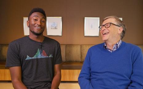 """[Việt sub] Bill Gates trả lời phỏng vấn với Youtuber lừng danh MKBHD: """"Mua ô tô điện rồi chú mới hiểu vấn đề sâu xa của nó là gì"""""""