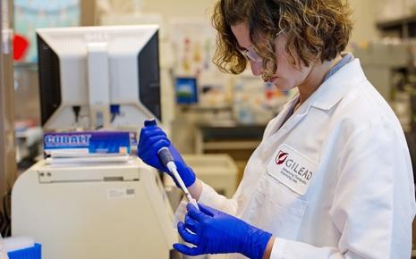 Công ty công nghệ sinh học trị giá 95 tỷ USD tuyên bố thử nghiệm thuốc điều trị Covid-19 vào tháng tới
