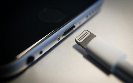 Apple vô tình thừa nhận, loại bỏ cổng Lightning trên iPhone sẽ là thảm họa khủng khiếp thế nào cho môi trường