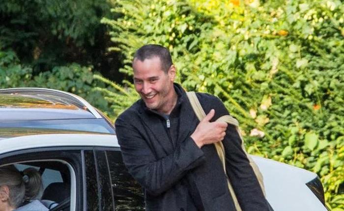 Nam diễn viên Keanu Reeves phải cạo trọc đầu để tiếp tục quay Ma trận 4