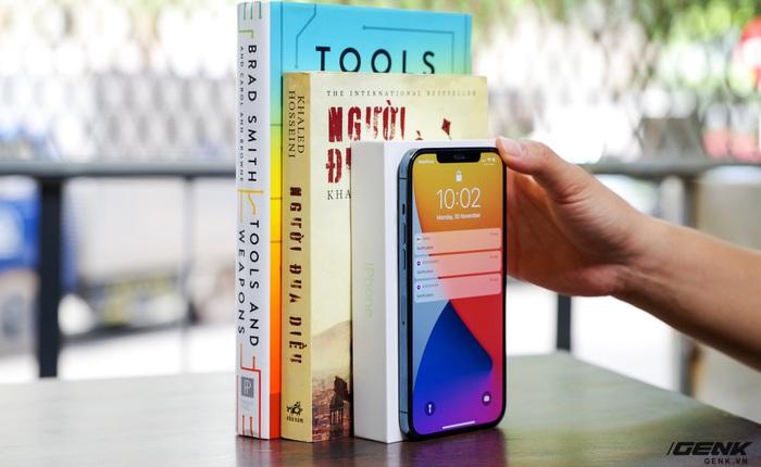 """""""Nút ẩn"""" mới trên iOS 14 nhạy đến mức ốp 4-5 cuốn sách sau iPhone vẫn nhận lệnh, miễn bạn có lực gõ đủ mạnh"""