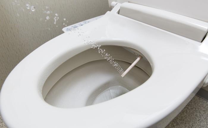 """Toilet thông minh của Nhật xịn cỡ nào: Tự động mở nắp bồn cầu, tích hợp vòi xịt, tạo tiếng nước xả át đi """"tiếng động lạ"""" khi đi vệ sinh"""