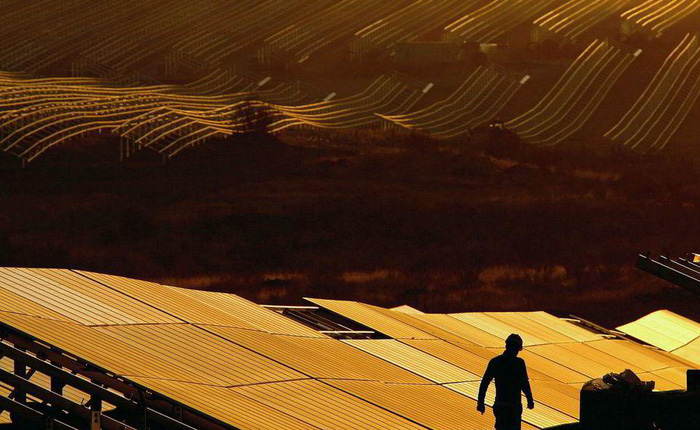 Có thể tiêu xài phung phí điện mặt trời ngay từ bây giờ: theo lý thuyết mới, tăng ba lần quy mô hệ thống có thể giảm giá điện đi 75%
