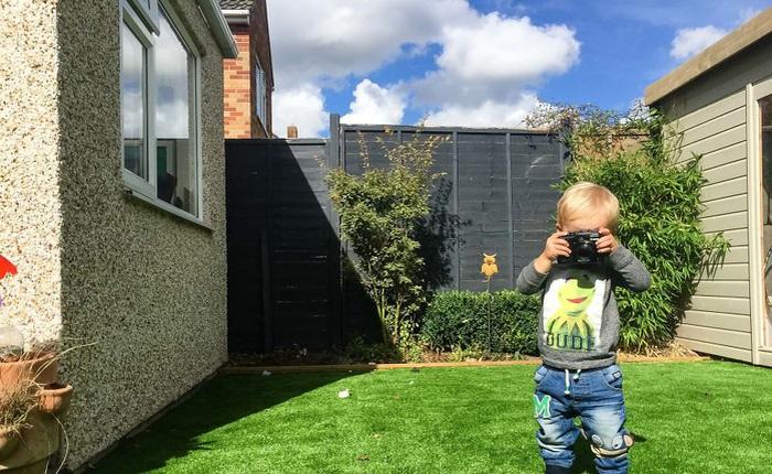 Nhiếp ảnh dễ thương: Nhìn Thế giới qua ống kính của cậu bé 19 tháng tuổi