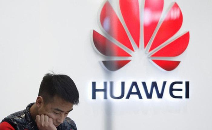 """Mỹ """"vừa đánh vừa xoa"""" Huawei"""