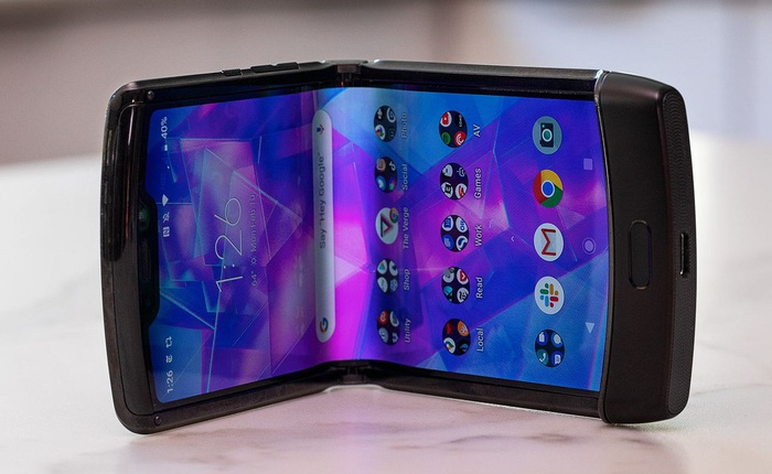 Motorola ép iFixit phải từ chối kiểm tra chiếc Razr bị bong màn hình