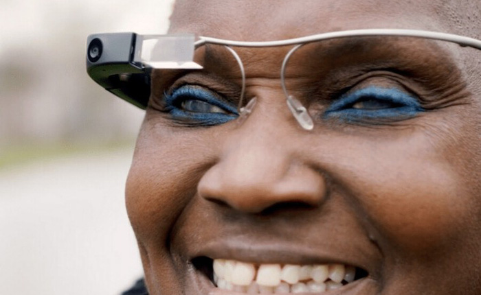 """Kính thông minh của Google có thể giúp người khiếm thị """"nhìn thấy"""" được xung quanh"""
