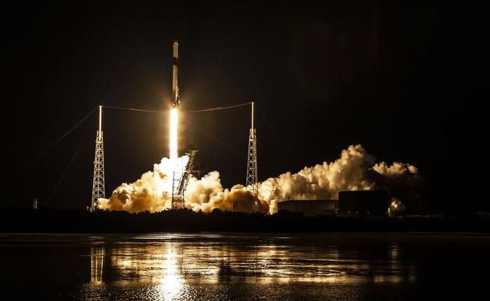 SpaceX bắt đầu sản xuất nước rửa tay và mặt nạ bảo vệ để tặng cho các bệnh viện, giúp chống lại dịch bệnh Covid-19