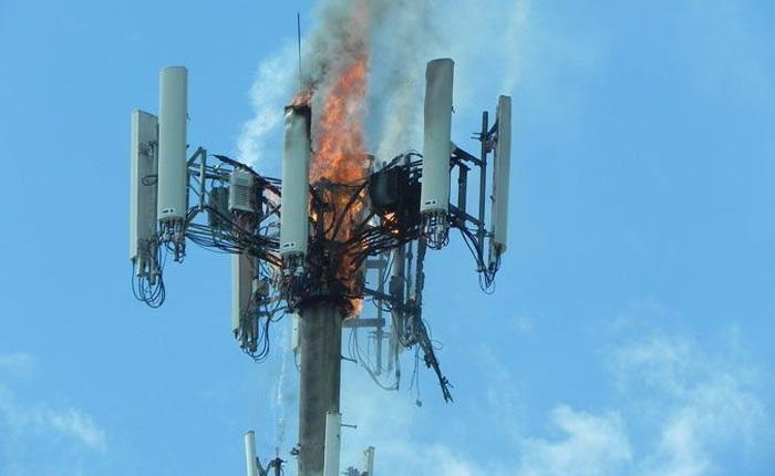 'Rủ nhau' phá hoại cột phát sóng 5G vì COVID-19, dân Ireland và New Zealand đốt nhầm luôn cả cột phát 4G