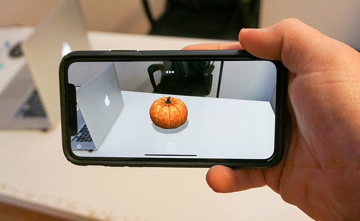 """Vì sao khi cả làng smartphone đều chạy đua zoom """"khủng"""", số chấm to thì Apple lại mang Lidar lên smartphone?"""