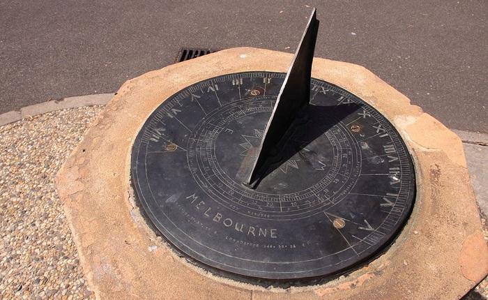 Tại sao một giờ có 60 phút, 1 phút có 60 giây mà một ngày lại dài 24 tiếng?