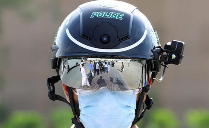 Chiếc mũ độc đáo này là thứ đang được cảnh sát nhiều nước sử dụng để phát hiện người dân có bị sốt hay không