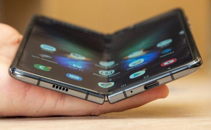 Hy vọng Samsung sẽ giảm giá smartphone màn hình gập của mình ư? Thôi đừng chiêm bao!