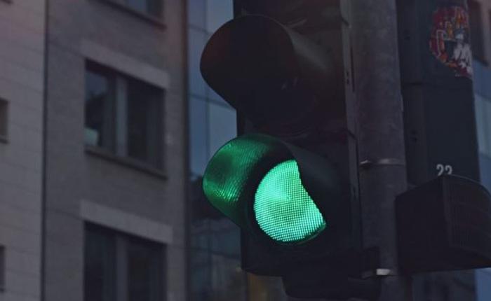 Không những chỉ đường cụ thể, Google Maps còn sắp hiển thị cả vị trí đèn tín hiệu giao thông cực kì chi tiết