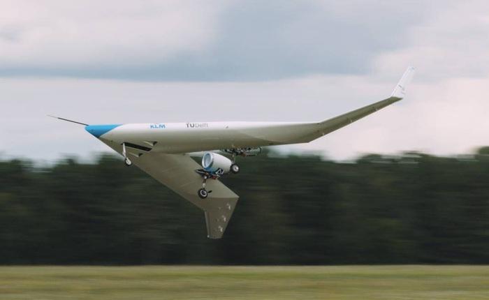 """Chiếc máy bay chở khách """"độc dị"""" hình chữ V này vừa cất cánh thành công lần đầu tiên"""