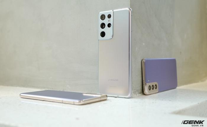 Mở hộp bộ ba Galaxy S21: Từ hộp đến máy mọi thứ đều mỏng gọn, S21 Ultra có màu Bạc Ngẫu Hứng rất đẹp