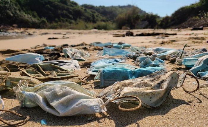 Hơn 1,5 tỷ chiếc khẩu trang y tế đã bị vứt xuống biển từ đầu đại dịch COVID-19, và chúng cần 450 năm nữa mới có thể phân hủy