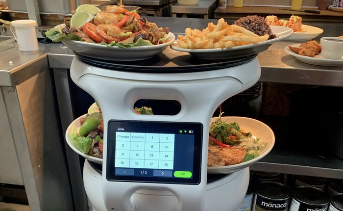 Robot còng lưng bê bát đĩa, giúp nhân viên nhận tiền boa nhiều hơn