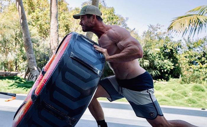 """Diễn viên đóng thế của Chris Hemsworth """"sấp mặt"""" vì chàng Thần Sấm nhà Marvel ngày càng đô con hơn"""