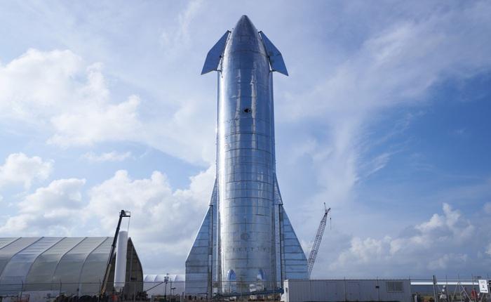 Elon Musk chia sẻ hình ảnh mới nhất về nguyên mẫu tàu vũ trụ Starship khiến người xem cứ ngỡ đang xem phim viễn tưởng