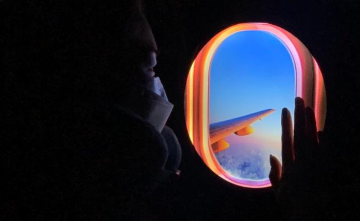 """Đây là """"cửa sổ máy bay ảo"""" chuyên dành cho những ai đam mê du lịch hoặc sống ảo tại nhà trong mùa dịch"""