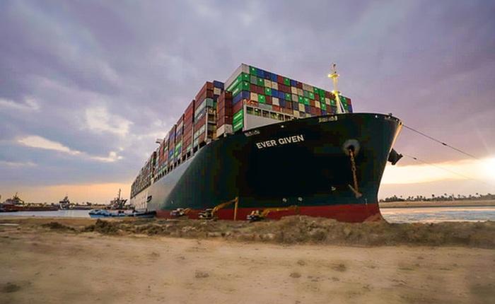 Học thuyết kinh tế trong cú đâm của EverGiven vào kênh đào Suez: Sự bất hợp lý của những con tàu hàng 'siêu to siêu khổng lồ'