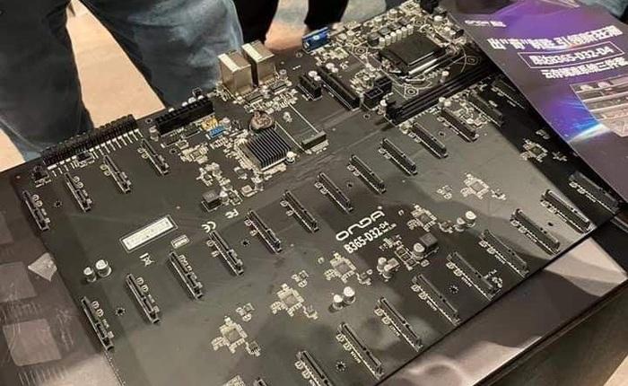 Nhu cầu đào coin bằng HDD tăng cao, NSX Trung Quốc ra mắt bo mạch chủ 'siêu to khổng lồ' lắp được 32 ổ 14TB cùng lúc