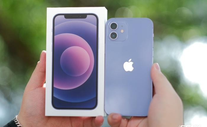"""Trên tay iPhone 12 màu """"tím mộng mơ"""" mới, giá chính hãng 22 triệu đồng"""