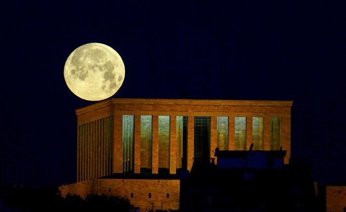 Những bức ảnh ngoạn mục nhất về sự kiện 'siêu trăng máu' vừa diễn ra