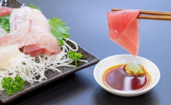 Nếu từng trộn wasabi vào nước tương khi ăn sushi, bạn đã ăn món Nhật này sai cách
