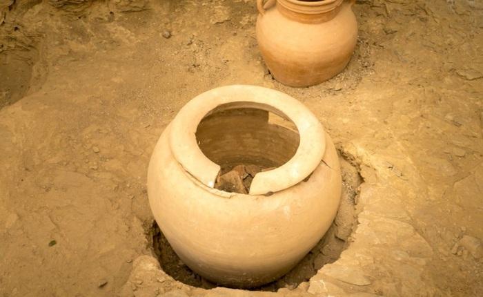 Phát hiện chiếc bình gốm 2300 năm tuổi ẩn giấu lời nguyền tác động lên ít nhất 55 người