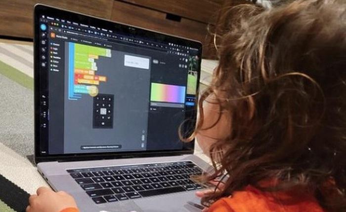 Mark Zuckerberg khoe con gái 5 tuổi học lập trình, cộng đồng mạng tấm tắc 'chắc cô bé sắp xây Facebook phiên bản thứ 2'