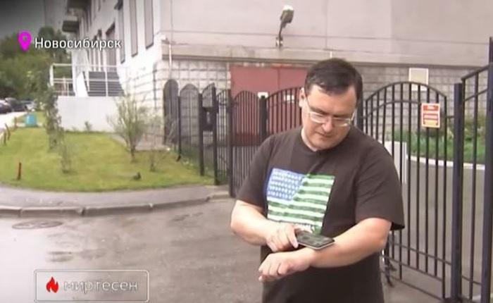 """Gặp """"Doctor Chip"""" của Nga, người có cánh tay cấy hàng loạt chip thẻ ngân hàng, thẻ công việc, thông tin cá nhân"""