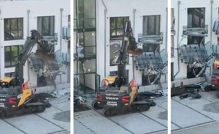Tức giận vì bị chủ đầu tư quỵt tiền, nhà thầu Đức dùng máy xúc phá tan chung cư do chính mình xây