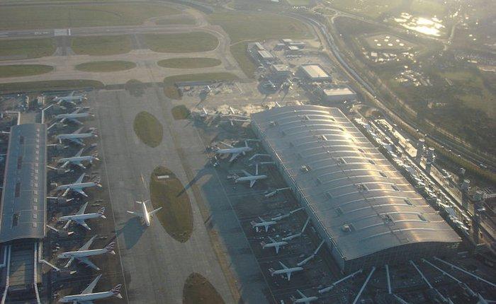 """Quảng cáo Galaxy S5, Samsung """"đổi tên"""" nhà ga sân bay nổi tiếng Heathrow"""
