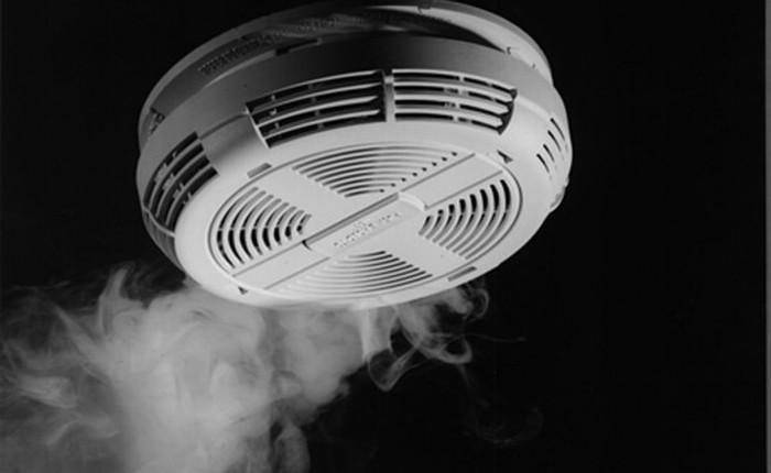 Vì sao hệ thống báo động có thể kêu khi không có cháy?